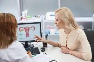 ¿Qué es el síndrome del ovario poliquístico y cómo afecta la fertilidad?