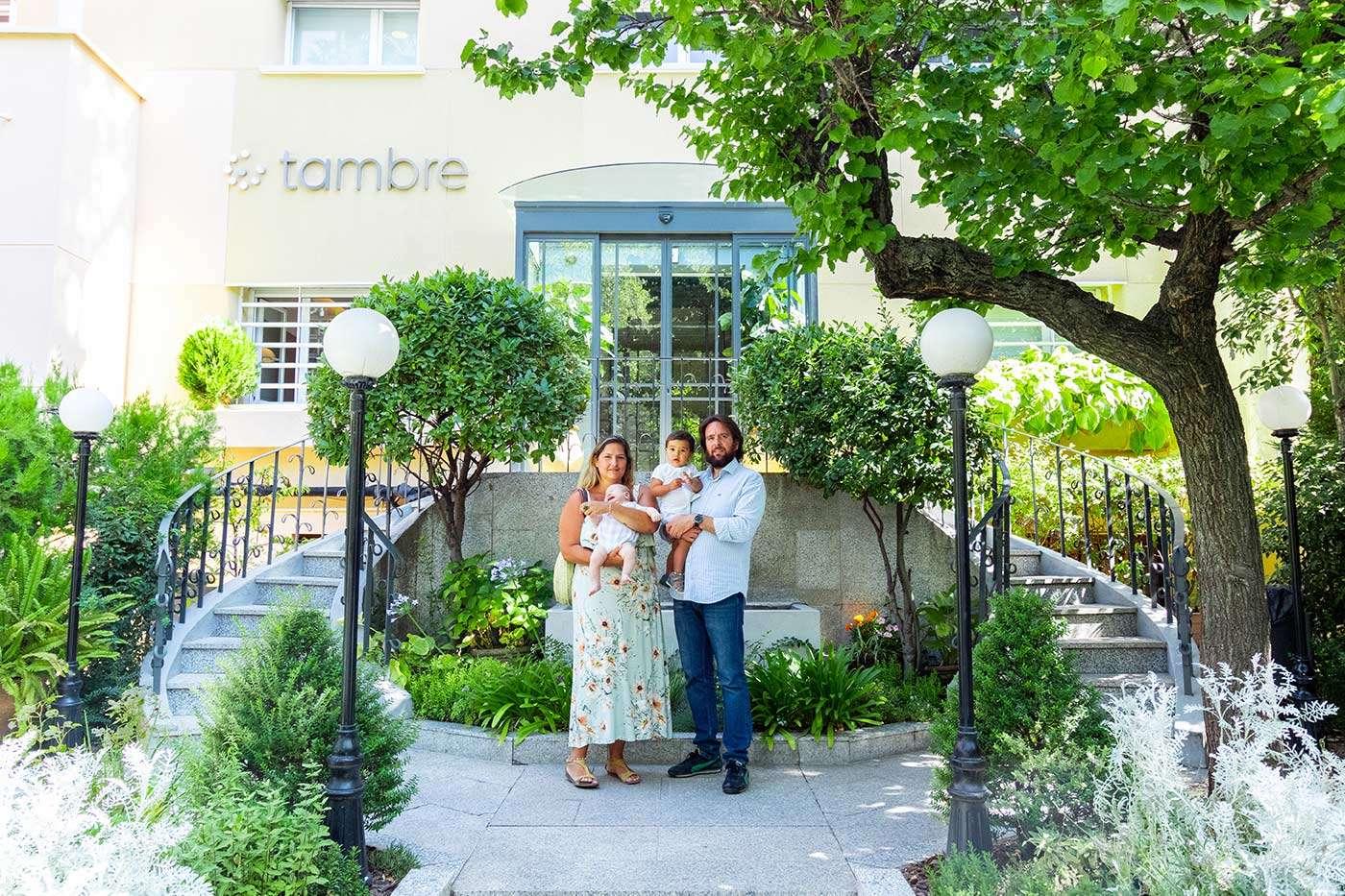 Tania, Mariano y su familia entrada Tambre
