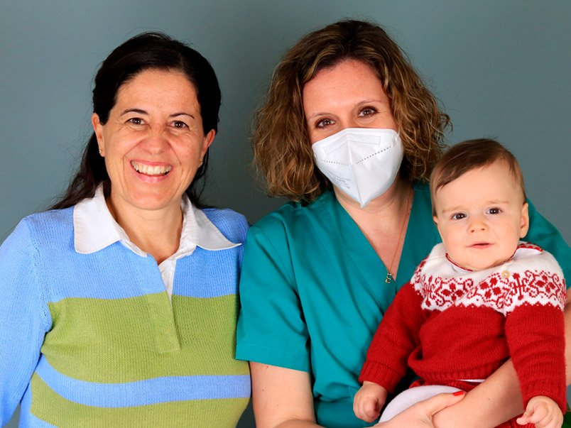 María y Miguel con Dra. Esther Marbán Tambre